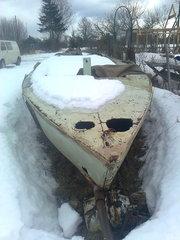 лодка парусно моторная с мачтой и парусом !