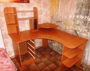 Продам 2 угловых компьютерных стола б/у