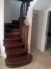 Изготовление лестниц из массива дерева на заказ